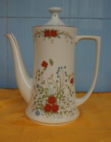 彩花茶壶高23厘米腹径9厘米 有外文底款