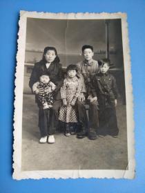 老照片 : 五.六十年代的全家福