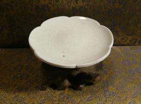 古玩文玩收藏类:宋 景德镇影青老瓷片杯托工艺品 Y-0022 直径8.6cm左右 高2.5cm左右 实物图片 买家自鉴