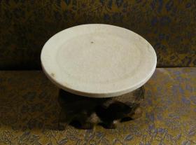 古玩文玩收藏类:宋 景德镇影青老瓷片杯托工艺品 Y-0017 直径8.8cm左右 高2.5cm左右 实物图片 买家自鉴