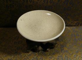 古玩文玩收藏类:宋 景德镇影青老瓷片杯托工艺品 Y-0018 直径8.9cm左右 高2.4cm左右 实物图片 买家自鉴