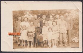 民国老照片,民国时期军人家庭的全家福