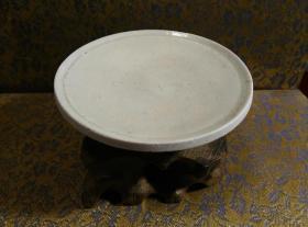 古玩文玩收藏类:宋 景德镇影青老瓷片杯托工艺品 Y-0016 直径8.8cm左右 高2.2cm左右 实物图片 买家自鉴