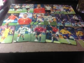 40张98年世界杯球星卡,是官方正版的,其中两张为闪卡,一张齐达内为硬质卡