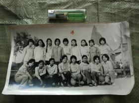 老照片美女17人合影,大张照片