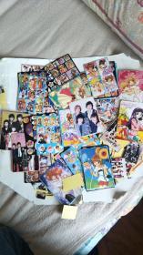 日本漫画精美贴纸.明星,卡片【一堆张数大小不详】架子上