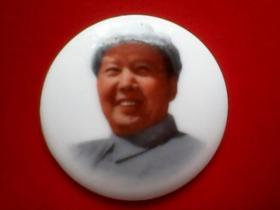 毛主席像章【瓷】 (014) 尺寸:4.6 × 4.6 cm