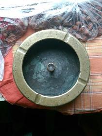 炮弹壳作的烟缸,笔洗。典雅有品位。(要多斯文有多斯文。
