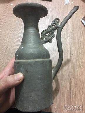 民国锡酒壶一把 品尚可 ·高20厘米, 壶口直径7.5厘米, 重583克·