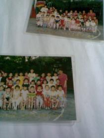 西四北幼儿园中二班师生合影留念,2张合售(2张不同,塑封包装,1998年,彩色合影照片)