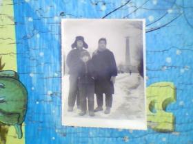 老照片;长春人民广场纪念碑下