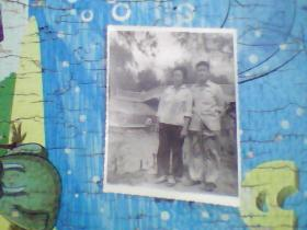 老照片;长春胜利公园里