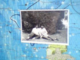 老照片;70年代末两个美女