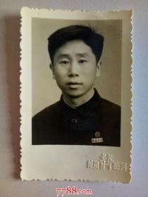 老照片:佩戴 皖 南 大 学 校徽