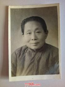 老照片:老 妇 人