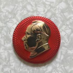 """毛主席像章:背面""""毛主席塑像落成典礼纪念""""202厂/68.12.26(直径59mm)"""