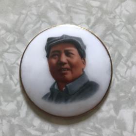 """毛主席像章:瓷章反面""""毛泽东思想胜利万岁""""""""庆祝九大纪念,四六七三部队""""1969年4月(直径50mm)"""