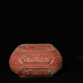 乾隆年制款 花開富貴剔紅漆雕盒一個,直徑23.5厘米,高11.5厘米,重約4.4斤,器型完整,包漿好