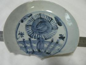 明中期 菊栏纹青花盘瓷片