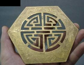 清代,满工黄铜六角团寿摆件,非常漂亮