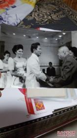 朱德委员长同马克斯总统握手