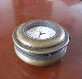 独特造型铜壳【老机械表】、重210克,走时还正常。