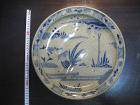 清代开片青花大盘,直径35*35厘米,器型硕大,开片自然古朴,支钉烧制