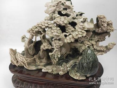 大件  拍品翡翠  长40公分  玉质自然,深邃、凝实。雕工精细,利用薄意技法雕刻,闲情雅兴刻画得淋漓尽致 由于其材质存世稀少,升值潜力   重约22斤多