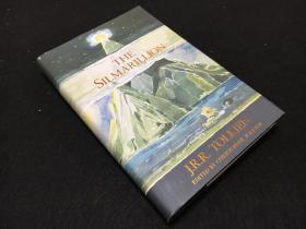 英文原版精灵宝钻《silmarilion》 精装一厚册全 封面精美 是托尔金手绘  最经典的版本 想领略托老的文笔 看原文吧