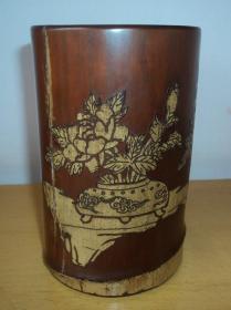 老竹雕博古花卉笔筒、高14.5cm、直径10cm