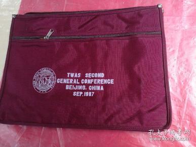 第三世界科学院第二次大全肩挂带式公文包,品相如图所示