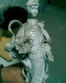 刚收的,德化窑〈天女散花〉摆件。(左手指有残。其余保存良好)。少见