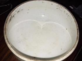 明代笔洗水盂、瓷质细腻、造型精美、做工大气、非冲、釉开片、非常值得收藏。10--6cm