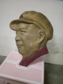 铝制毛主席头像。