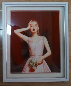 带镜框的美人照高60厘米宽50厘米 原物拍照(装饰花纹立附在图片上,背面缺一个挂鼻)