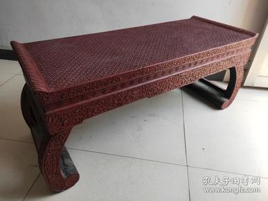 """早期  漆器大桌   用漆涂在各種器物工藝品一般稱為""""漆器"""",又可以配制出不同色漆。中國的漆器工藝不斷發展,達到了相當高的水平、描金等。《 漆器大桌》剔紅雕刻花紋制作 精美 刻有圖案 又稱雕紅漆,紅雕漆。中國漆器工藝的一種,此法常以木灰、金屬為胎,在胎骨上層層髹紅漆,少則八九十層,長1米多   非常"""