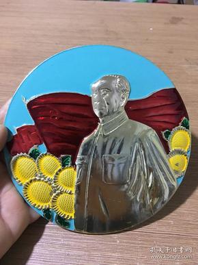 早年全新库存铝制伟大领袖毛主席大号像章一枚  直径达16厘米,重约180克·