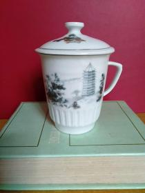 六和塔茶杯1个【底款中国景德镇】