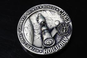 美国大银章 1975年阿波罗联盟号 168克 直径6.4厘米