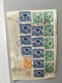 1951年老发票正面印有抗美援朝,卫国保家。背面有16张印花税票。