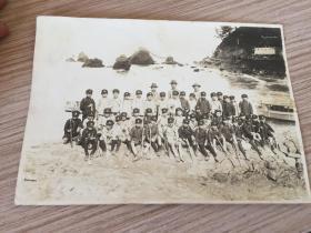 民國日本童子軍海邊游覽拓展活動紀念合影一張