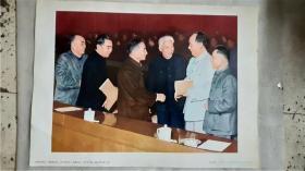 毛泽东同志、周恩来同志、刘少奇同志、朱德同志在一起