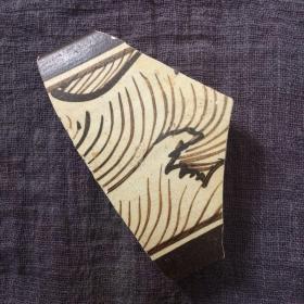 吉州窑白底酱釉绘画纹瓷片