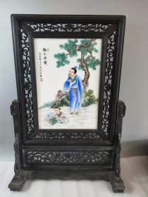 檀木镶瓷板教子功读插屏,保存完好,手绘人物栩栩如生,适合收藏摆放。