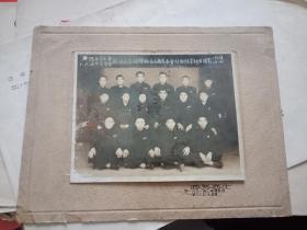 1952年中国店员工会上海分会徐汇沪剧作业余学校第三届成本会计班结业师生留影
