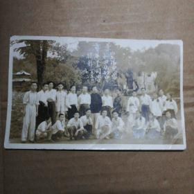 老照片一一1950年(市景)紫阳中学第四届初中毕业同学摄影[看图]