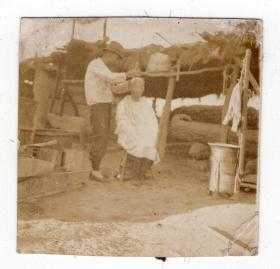 民国报纸图片类----民国原版老照片1930年前后时间,中国东北地区理发