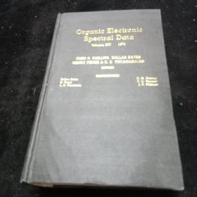 英文原版。有机电子光谱资料。1972年