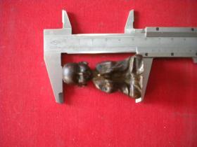 《童子拜佛铜人》实心,高5.3厘米底座宽3厘米,N321号10品,铜器