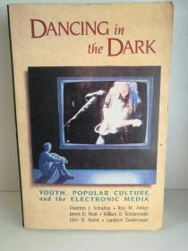 Dancing in the Dark : Youth, Popular Culture, and the Electronic Media (传媒)英文原版书